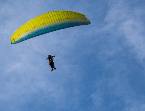Madártávlatból láthatják a világot a kerekesszékesek  Holló Attila siklóernyős tandempilótának köszönhetően