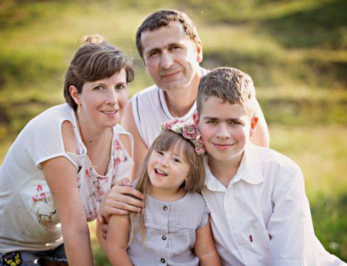Autista fia mellé örökbefogadott egy Down-szindrómás kislányt Ildikó
